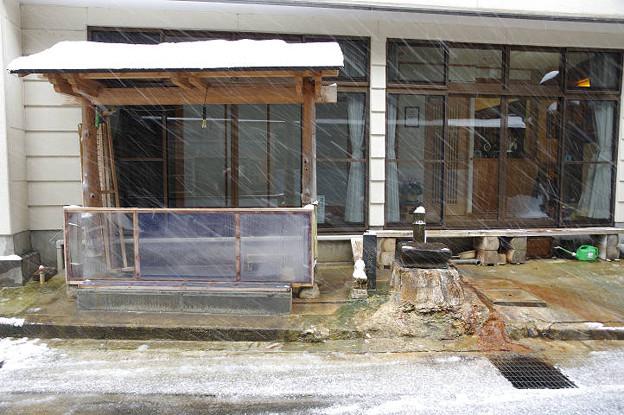 s8913_肘折温泉大友屋旅館の足湯と飲泉所