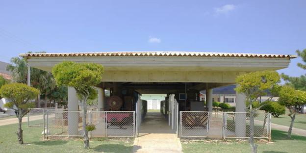 s0372_南大東村ふるさと文化センターの保存車両_bt