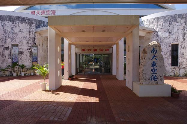 s0457_南大東空港ビル入口