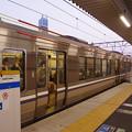 Photos: s2935_高槻駅1番ホーム保護バー上昇後