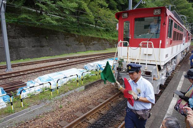 sA115_大井川鐡道207列車後部にED90を連結作業