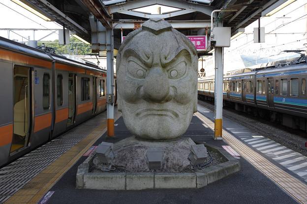 s9275_JR高尾駅ホームの天狗石像