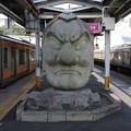 Photos: s9275_JR高尾駅ホームの天狗石像