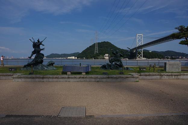 s6240_関門海峡源平合戦の像