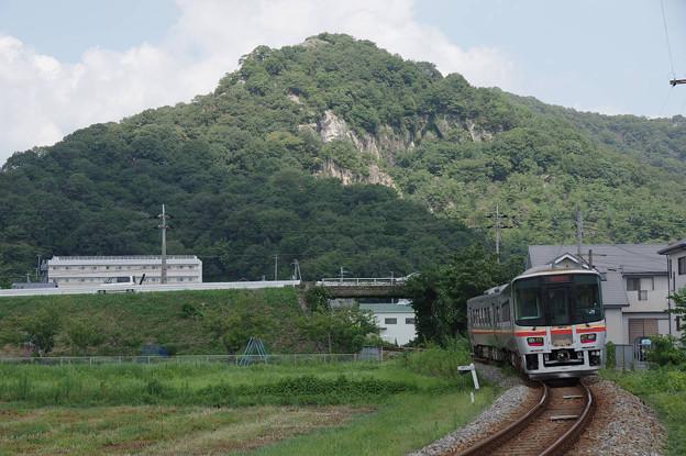 s7848_觜崎の屏風岩と姫新線