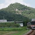 Photos: s7848_觜崎の屏風岩と姫新線