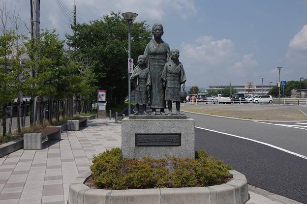 s7883_童謡赤とんぼのふる里の像_本竜野駅西口前