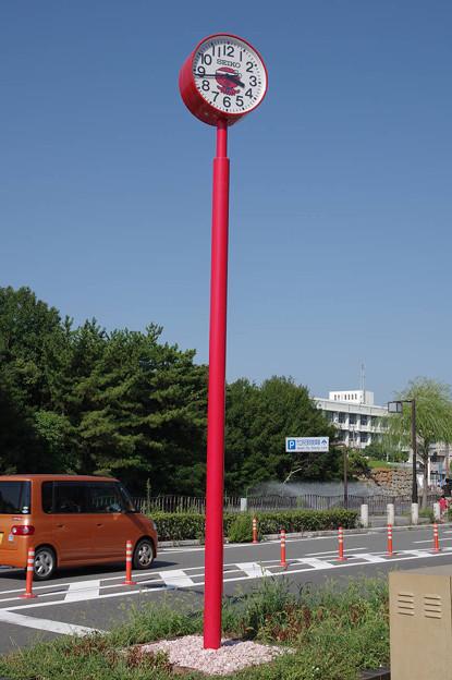 Photos: s7990_明石駅北口の時計_タコの絵