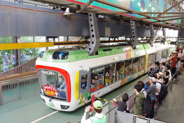 s1402_都営上野懸垂線_上野動物園東園駅を発車_t