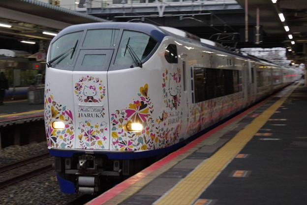 s3197_特急はるか_281系電車Ori-Tsuru編成_和泉府中駅通過_t