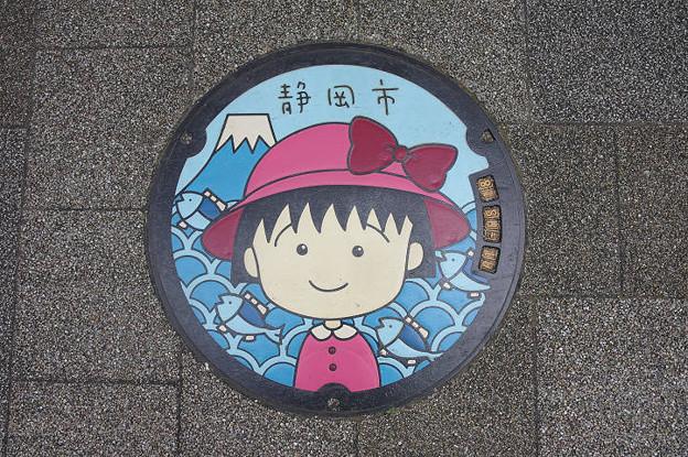 s7963_静岡市マンホール_ちびまる子ちゃん赤帽子