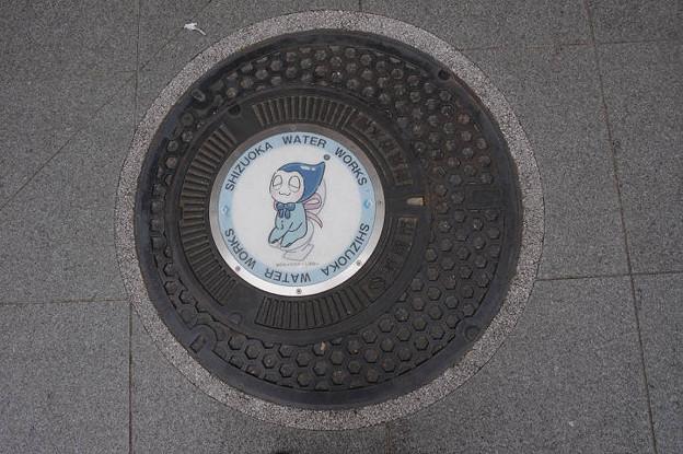 Photos: s7980_静岡市マンホール_耐震貯水槽_しずみぃトイレ柄