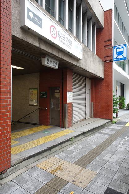 s6573_泉岳寺駅A4地下入口_東京都港区_都営・京急_c