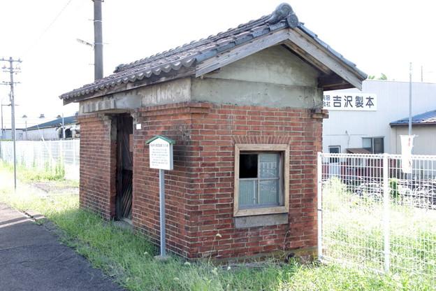 Photos: s8216_三条駅旧危険物庫_b