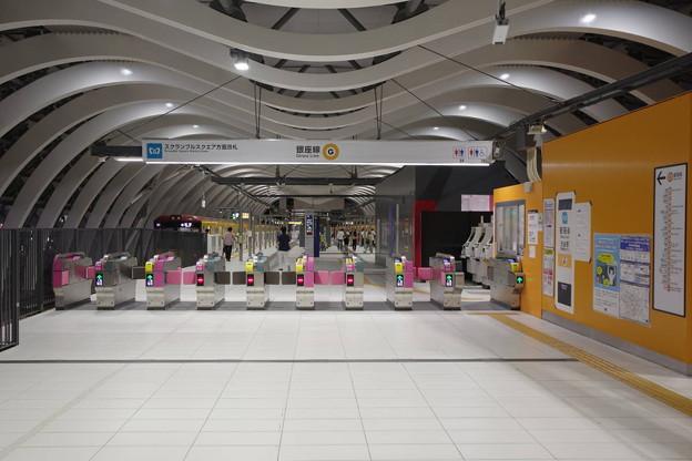 Photos: s8933_東京メトロ渋谷駅スクランブルスクエア方面改札_改札外