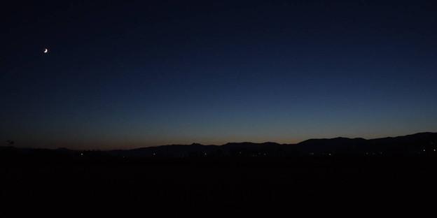 Photos: s8829_山夜と月