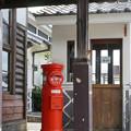 電話ボックスとポスト
