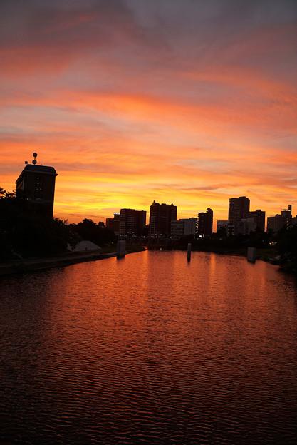 夕焼けの河