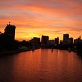 写真: 夕焼けの河