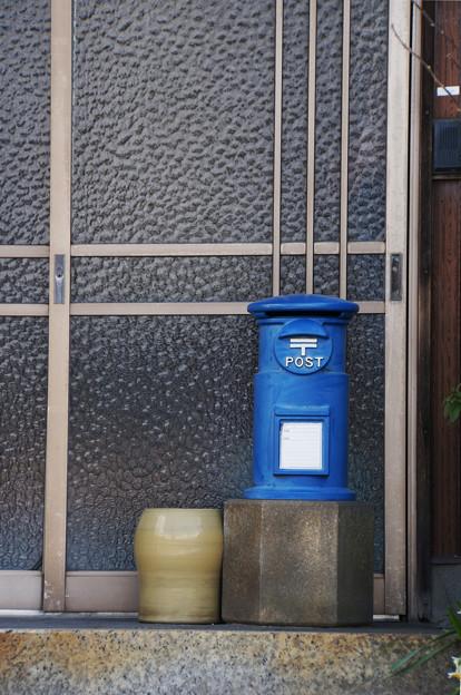 青いポスト