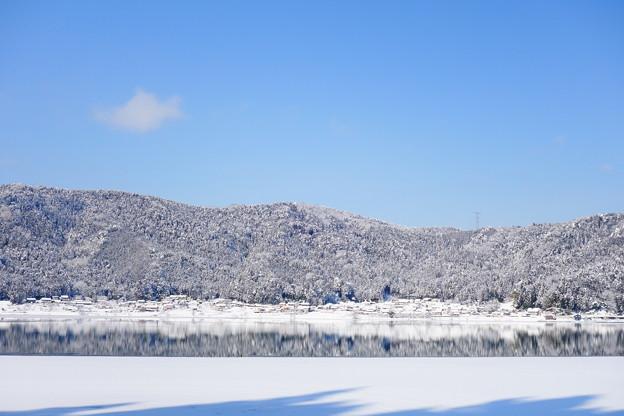 凍った余呉湖