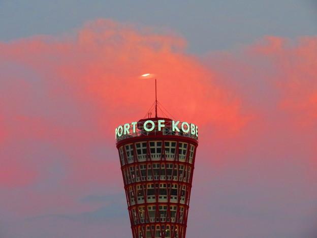 神戸ポートタワーと夕焼け