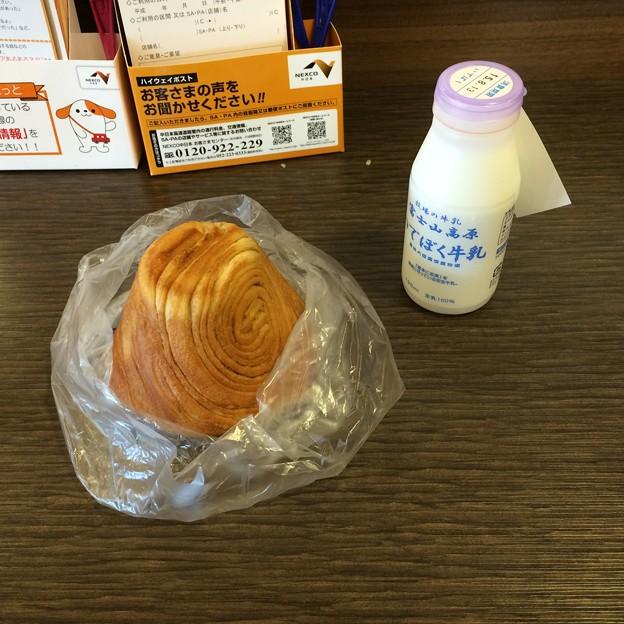 富士山パンといでぼく牛乳