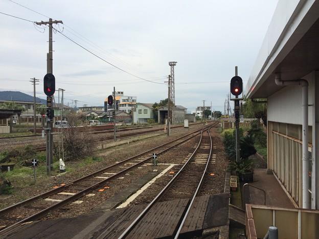 指宿駅から鹿児島中央方面を望む