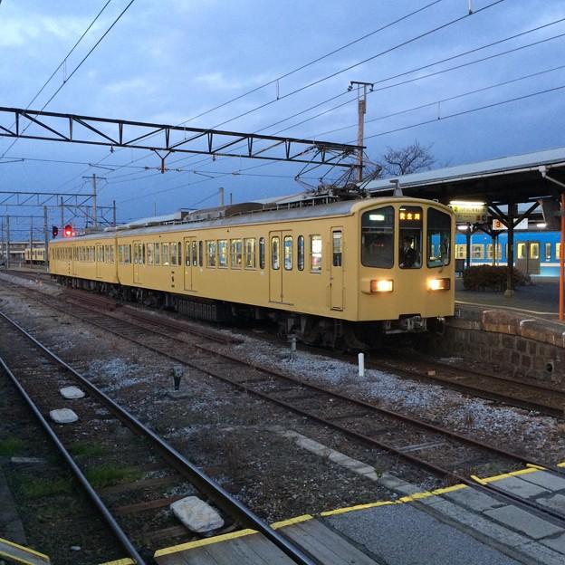 高宮駅に停車中の普通電車