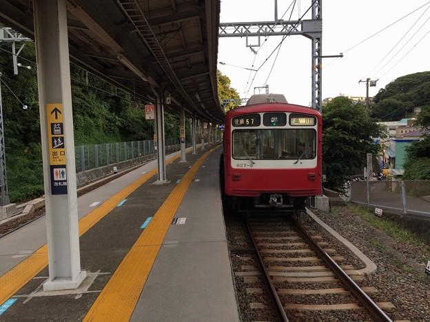 浦賀駅に停車中の普通電車品川行き