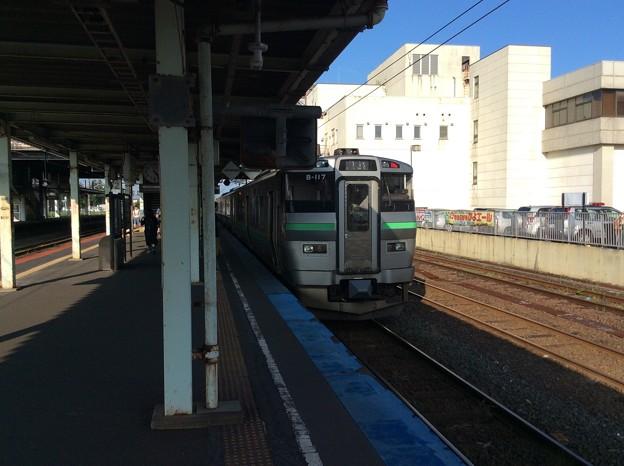 苫小牧駅に停車中の普通電車