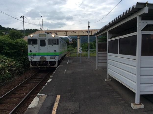 新夕張方面へ向かう普通列車が到着