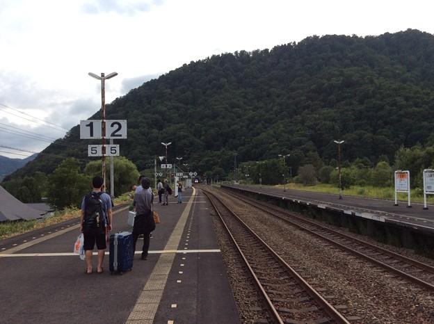 新夕張駅にまもなく特急到着