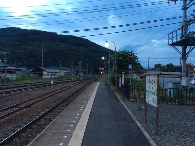 新得駅より富良野・新夕張方面を望む