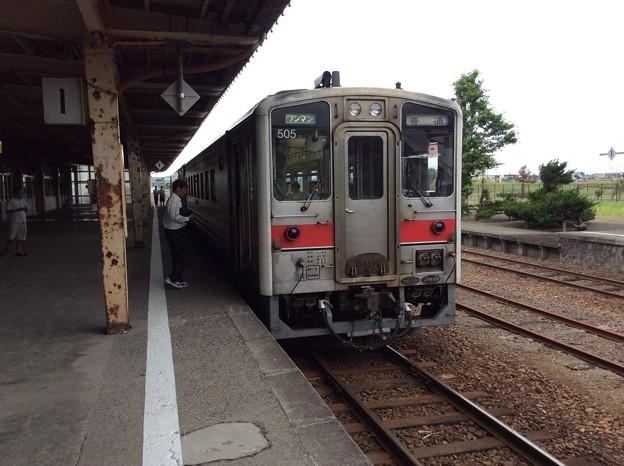 留萌駅に停車中の深川行き普通列車