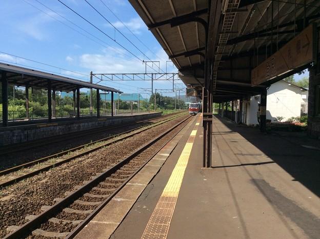 登別駅に貨物列車が進入