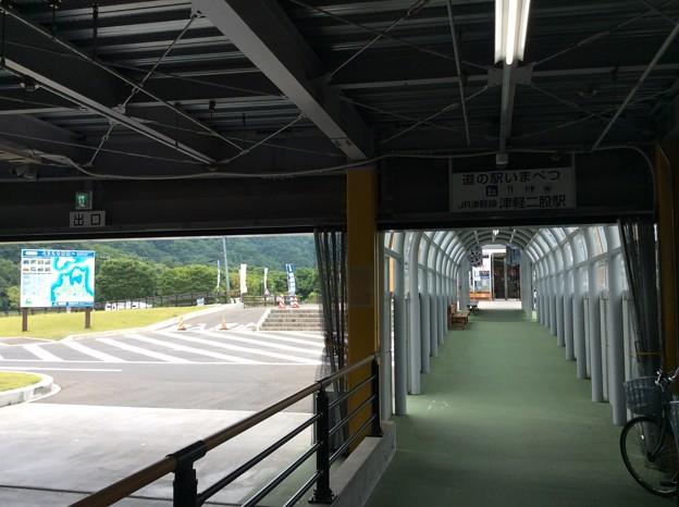 交流館への通路