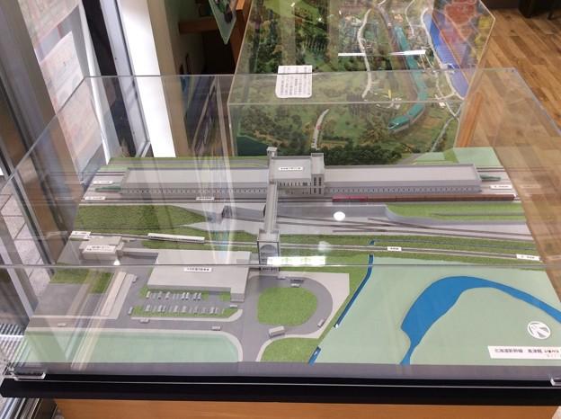 駅の模型とプラレール