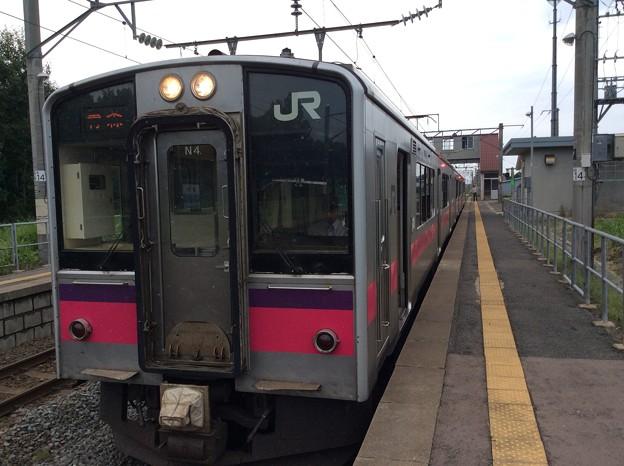 奥内駅と普通列車