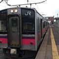 Photos: 奥内駅と普通列車