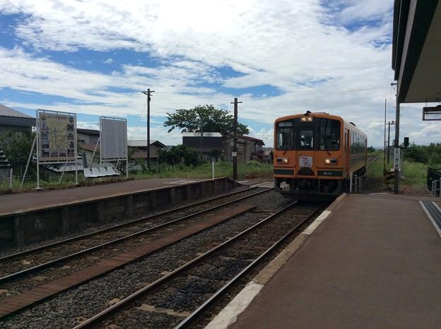 金木駅に普通列車津軽中里行きが到着
