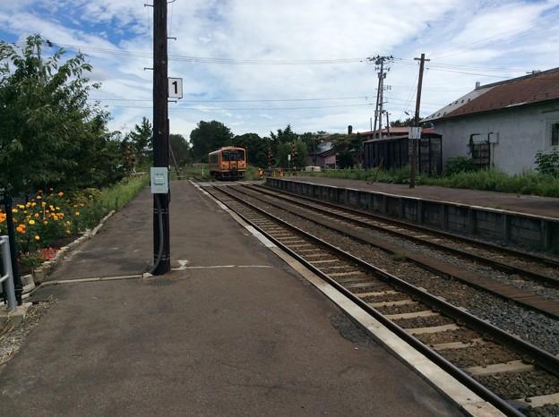 津軽五所川原行きの対向列車が到着