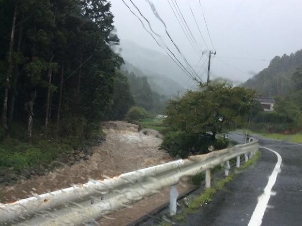 豪雨と濁流
