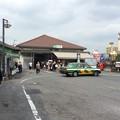 Photos: 鶯谷駅にてタクシーを待つ女性の行列