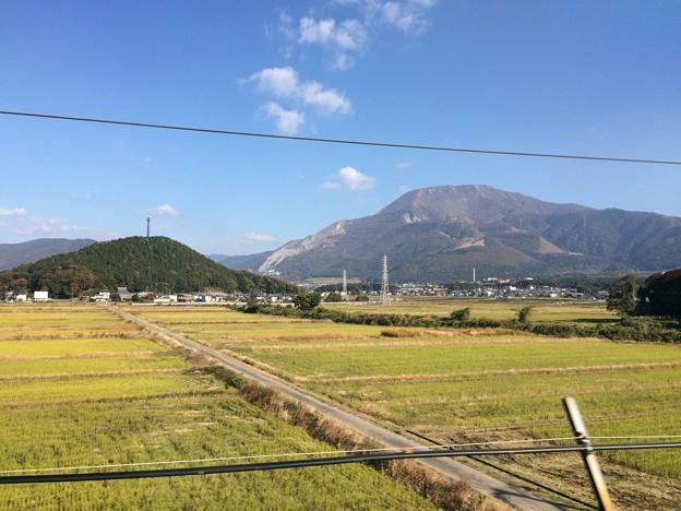 新幹線から見える伊吹山1