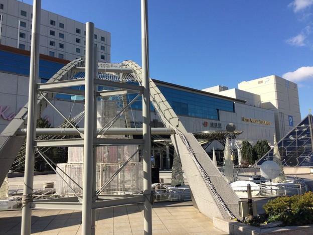 豊橋駅 駅前高架広場のモニュメント