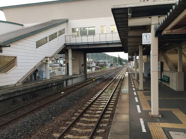 志度駅から高松方面を望む