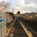 造田駅ホームから高松方面を望む