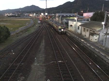 引田駅に特急うずしお入線