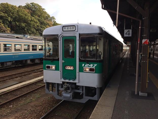 徳島駅に停車中の普通列車